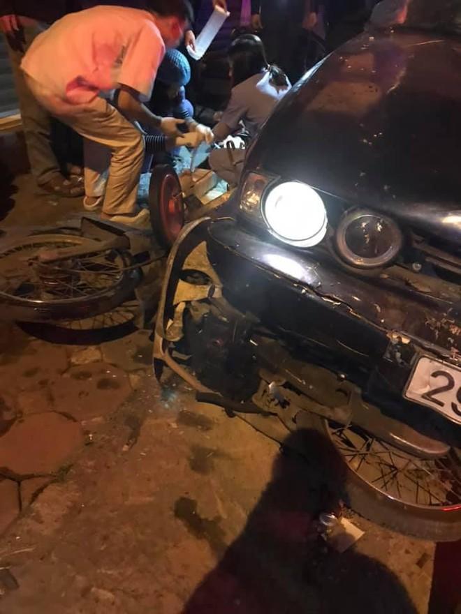 Xe BMW đâm liên hoàn trên phố Hà Nội: Các phương tiện nằm la liệt, tài xế ôm mặt thất thần - Ảnh 3.