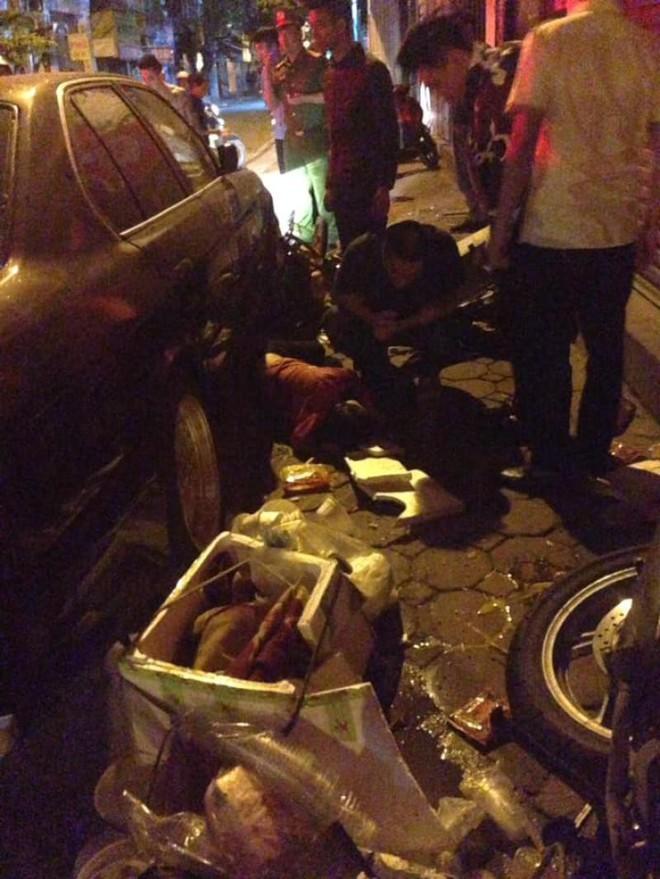 Xe BMW đâm liên hoàn trên phố Hà Nội: Các phương tiện nằm la liệt, tài xế ôm mặt thất thần - Ảnh 4.