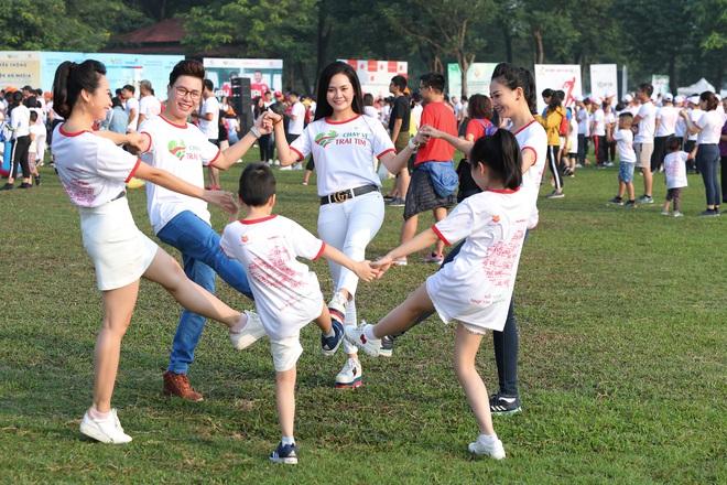 Ca sĩ Lương Nguyệt Anh và MC Mỹ Vân tham gia chạy bộ vì trẻ em bị bệnh tim - Ảnh 4.