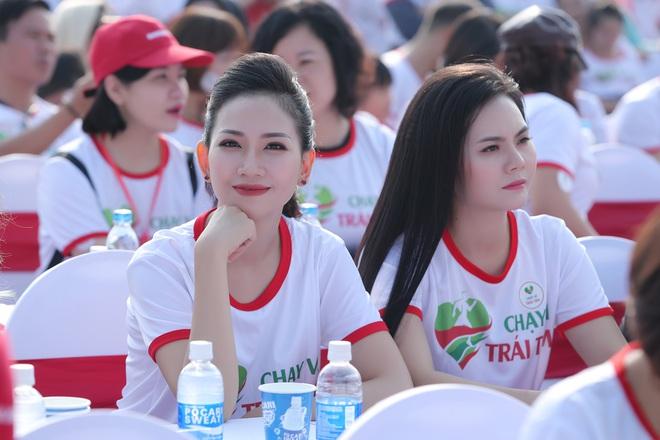 Ca sĩ Lương Nguyệt Anh và MC Mỹ Vân tham gia chạy bộ vì trẻ em bị bệnh tim - Ảnh 7.