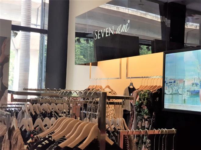 Sau bê bối cắt mác Trung Quốc gắn mác Việt, cửa hàng SEVEN.am Hà Nội đóng cửa im lìm  - Ảnh 10.