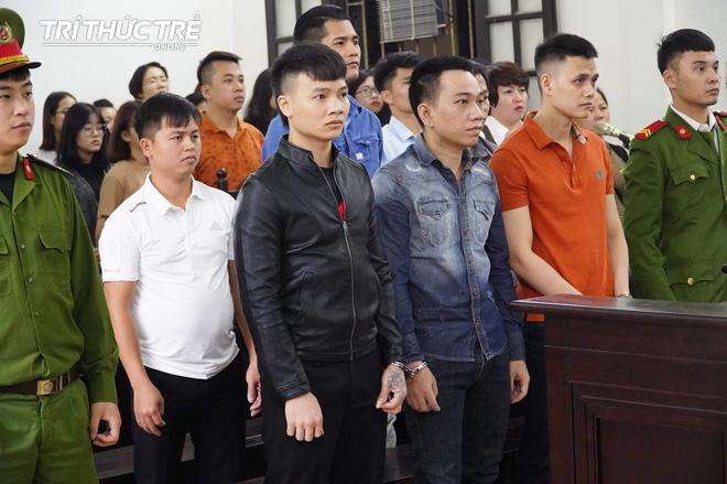Con trai bị tuyên hơn 10 năm tù, mẹ Khá bảnh nói sẽ sửa nhà chờ con về lấy vợ, sinh con - Ảnh 1.