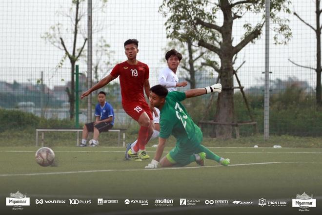 U22 Việt Nam đá kín, chật vật hòa đối thủ nhiều duyên nợ tại SEA Games - Ảnh 4.