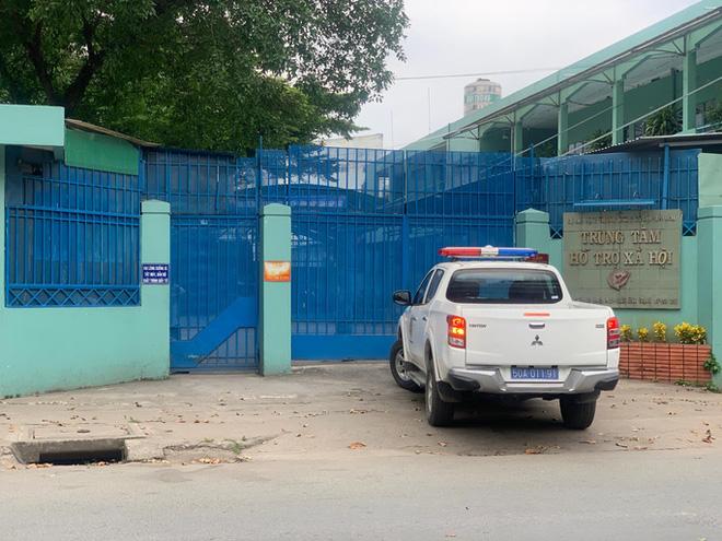 Họp báo vụ nhân viên Trung tâm hỗ trợ xã hội dâm ô: 6 bé gái tố cáo bị ông Nguyễn Tiến Dũng dâm ô qua cửa sổ - Ảnh 4.