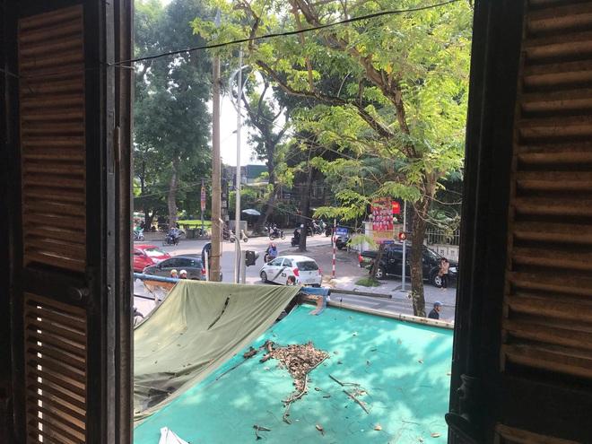 Bên trong căn biệt thự kiểu Pháp hoang tàn trên đất vàng Hà Nội trở thành nơi gửi xe - Ảnh 20.