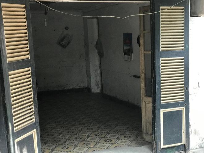 Bên trong căn biệt thự kiểu Pháp hoang tàn trên đất vàng Hà Nội trở thành nơi gửi xe - Ảnh 9.
