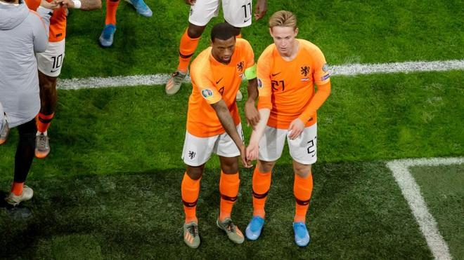 Đoàn Văn Hậu và nhiều cầu thủ được bảo vệ bởi kế hoạch độc nhất vô nhị của bóng đá Hà Lan - Ảnh 2.