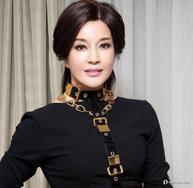 Võ Tắc Thiên Lưu Hiểu Khánh: Tỷ phú 4 đời chồng không ngại yêu trai trẻ - Ảnh 5.