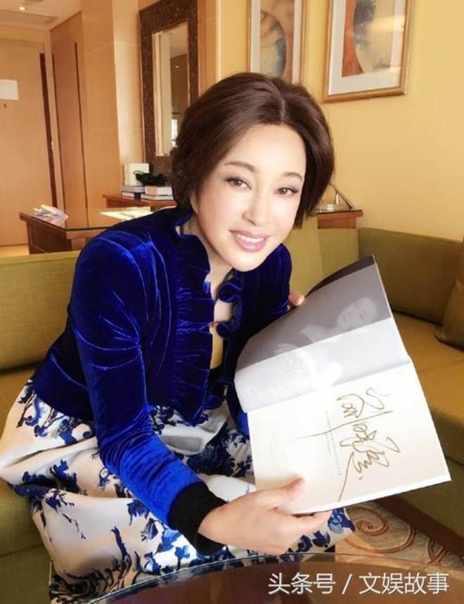 Võ Tắc Thiên Lưu Hiểu Khánh: Tỷ phú 4 đời chồng không ngại yêu trai trẻ - Ảnh 4.
