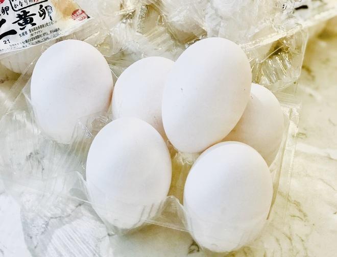 Trứng gà sinh đôi cháy hàng vì khách Việt săn lùng tẩm bổ