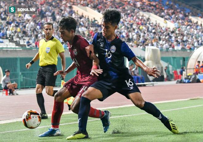 """HLV Thái Lan bàng hoàng, thừa nhận """"sai lầm tai hại"""" sau trận thua sốc Campuchia - Ảnh 1."""