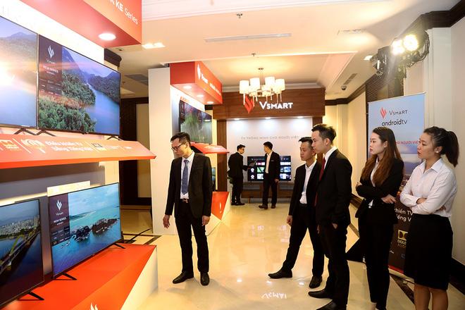 Vingroup ra 5 mẫu tivi thông minh, giá chỉ từ 8,7 triệu đồng - Ảnh 1.