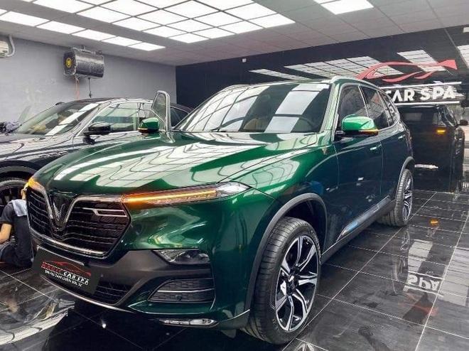 Vinfast Lux SA2.0 đổi màu xanh ngọc lục bảo độc nhất Việt Nam khiến dân xe mê mẩn - Ảnh 1.