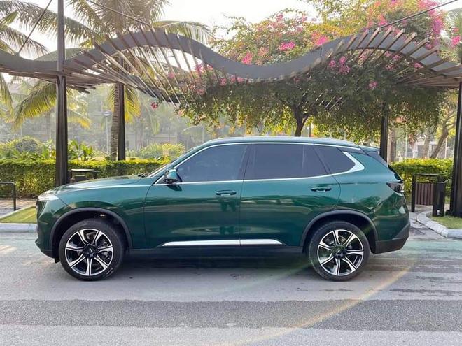 Vinfast Lux SA2.0 đổi màu xanh ngọc lục bảo độc nhất Việt Nam khiến dân xe mê mẩn - Ảnh 2.