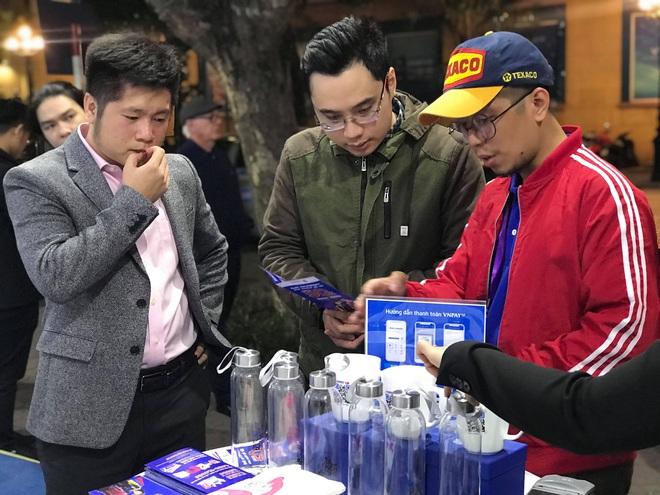Bất chấp giá rét, khách hàng vẫn chen nhau tới sự kiện Online Friday 2019 săn hàng giá rẻ  - Ảnh 3.
