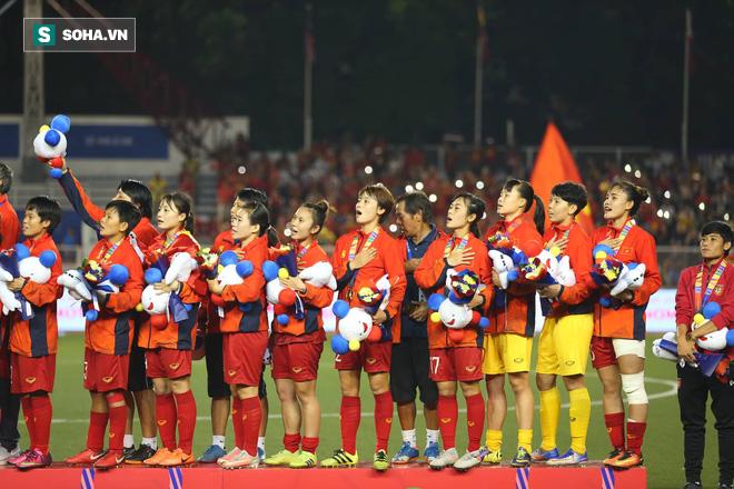 Chùm ảnh: HLV Mai Đức Chung và học trò rạng rỡ ăn mừng HCV SEA Games thứ 2 liên tiếp - Ảnh 14.