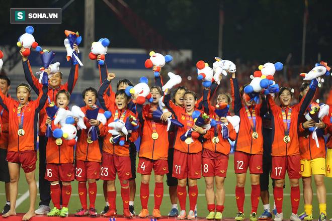 Chùm ảnh: HLV Mai Đức Chung và học trò rạng rỡ ăn mừng HCV SEA Games thứ 2 liên tiếp - Ảnh 15.
