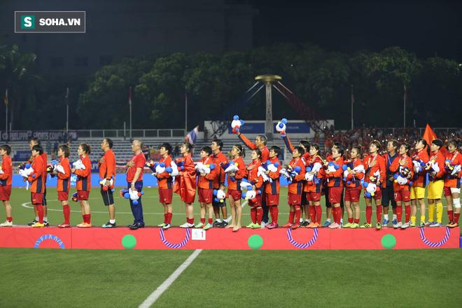 Chùm ảnh: HLV Mai Đức Chung và học trò rạng rỡ ăn mừng HCV SEA Games thứ 2 liên tiếp - Ảnh 13.
