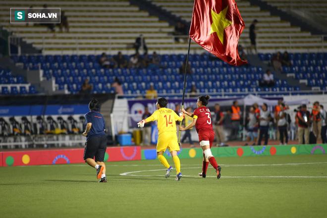 Chùm ảnh: HLV Mai Đức Chung và học trò rạng rỡ ăn mừng HCV SEA Games thứ 2 liên tiếp - Ảnh 7.