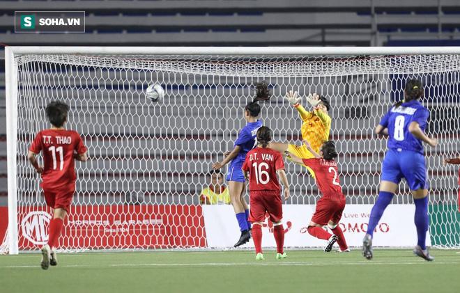 Từ chối bàn thắng của Thái Lan, nữ trọng tài người Australia được fan Việt khen hết lời - Ảnh 1.