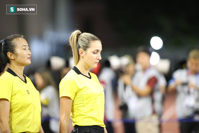 Từ chối bàn thắng của Thái Lan, nữ trọng tài người Australia được fan Việt khen hết lời - Ảnh 5.
