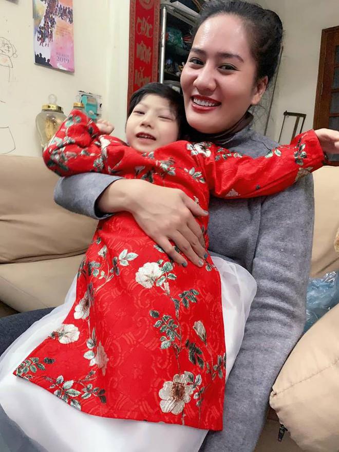 Diễn viên Minh Cúc: Sinh con bại não, gia đình rạn nứt, tôi ôm con về nhà mẹ đẻ - Ảnh 3.