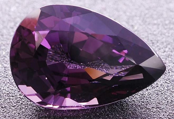 Những loại đá quý đắt nhất thế giới: Kim cương thông thường vẫn chưa thấm vào đâu - Ảnh 3.