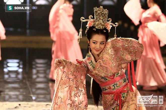 Tranh mỹ nhân của Quan Vũ, suýt chiếm đoạt con dâu, vì sao Tào Tháo ưa cướp vợ thiên hạ? - Ảnh 2.