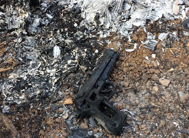 Khởi tố 2 đối tượng dùng súng khống chế cướp 2,2 tỷ đồng ở trạm thu phí - Ảnh 2.