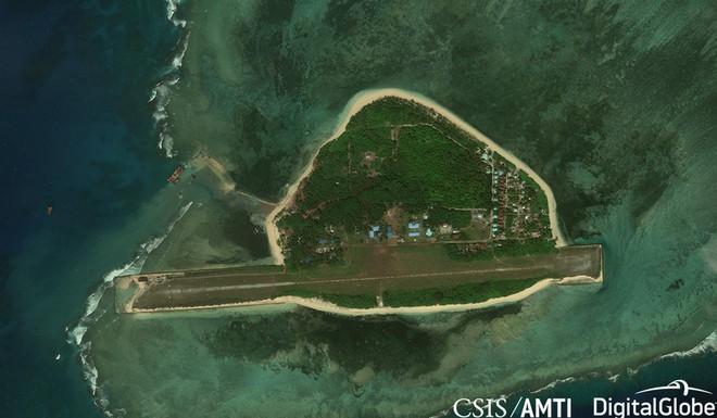 AMTI: Gần 100 tàu Trung Quốc ồ ạt cản Philippines xây đảo tại Trường Sa - Ảnh 1.