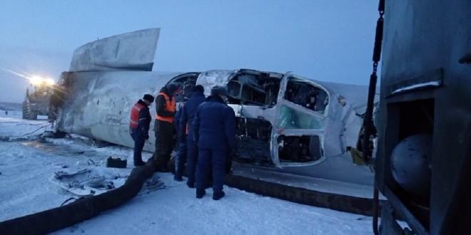 Vụ máy bay Tu-22M3 Nga gãy đôi, bốc cháy ngùn ngụt: Lộ bí mật cực kỳ nguy hiểm - Ảnh 1.