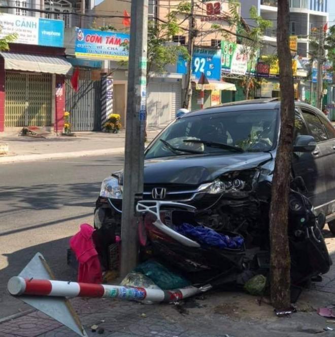 Clip: Đầu năm, ô tô mất lái tông hàng loạt xe máy lên vỉa hè ở Vũng Tàu - Ảnh 3.