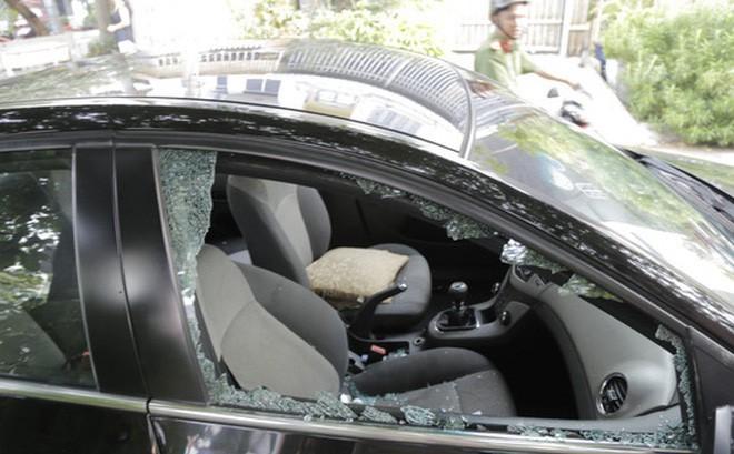Thanh niên dùng dao khống chế 2 người phụ nữ rồi cướp ô tô ở Sài Gòn