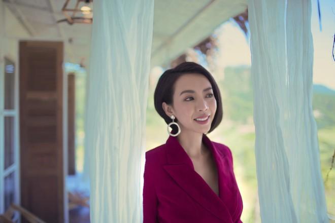 Hoa hậu hài Thu Trang khoe vẻ gợi cảm, mặn mà dịp đầu năm - Ảnh 13.