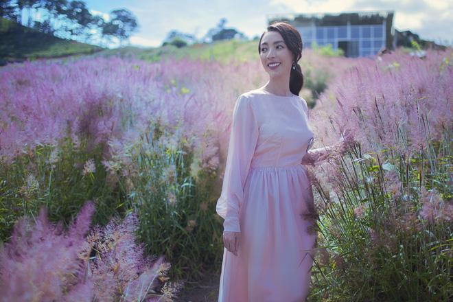 Hoa hậu hài Thu Trang khoe vẻ gợi cảm, mặn mà dịp đầu năm - Ảnh 5.