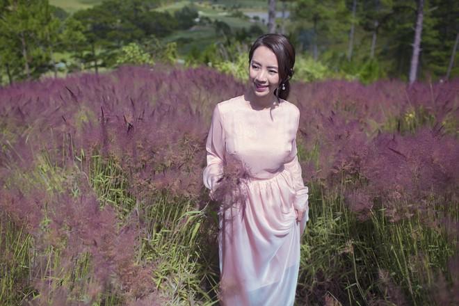 Hoa hậu hài Thu Trang khoe vẻ gợi cảm, mặn mà dịp đầu năm - Ảnh 3.