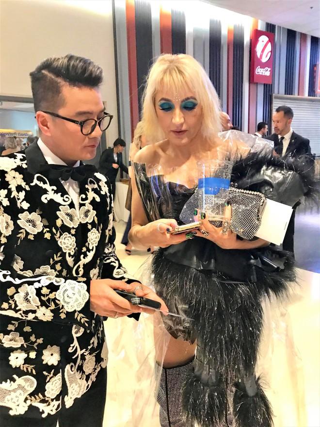 Đàm Vĩnh Hưng mặc hàng hiệu sang chảnh, bất ngờ xuất hiện tại lễ trao giải Grammy 2019 - Ảnh 9.