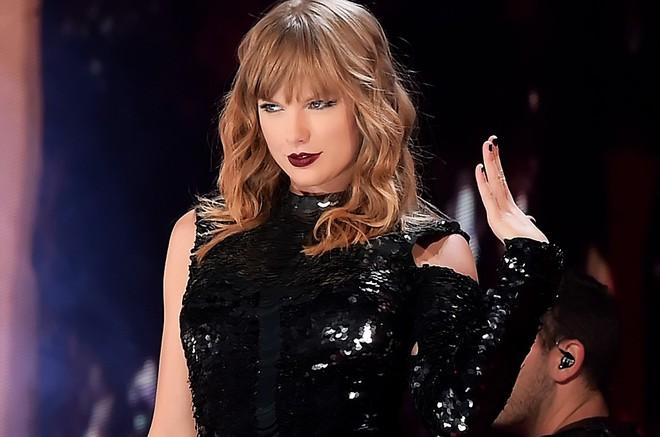 Grammy 2019: Thua cuộc trước Ariana Grande, Taylor Swift vuột mất cơ hội đi vào lịch sử - Ảnh 2.
