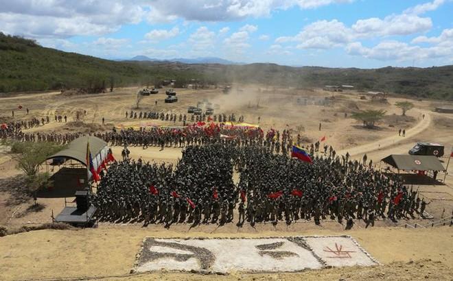 """Bị Mỹ đe dọa tấn công, Venezuela tổ chức tập trận """"khủng nhất"""" trong 200 năm"""