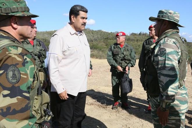 Bị Mỹ đe dọa tấn công, Venezuela tổ chức tập trận khủng nhất trong 200 năm - Ảnh 1.