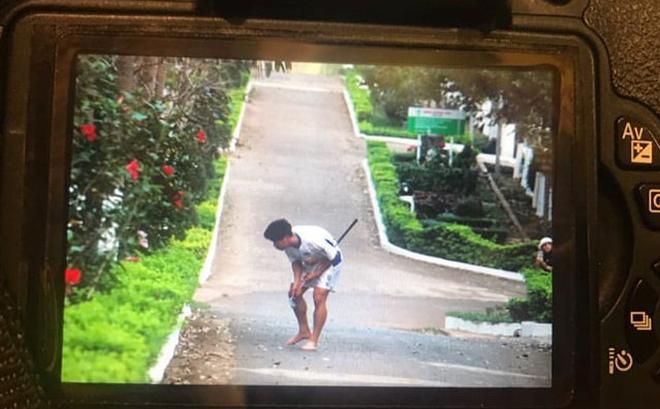 Fan bật cười với hình ảnh Công Phượng tập chơi golf trong sân học viện HAGL
