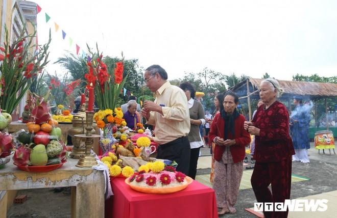 Độc đáo lễ hội Cầu Bông ở làng rau sạch lớn nhất miền Trung - Ảnh 1.
