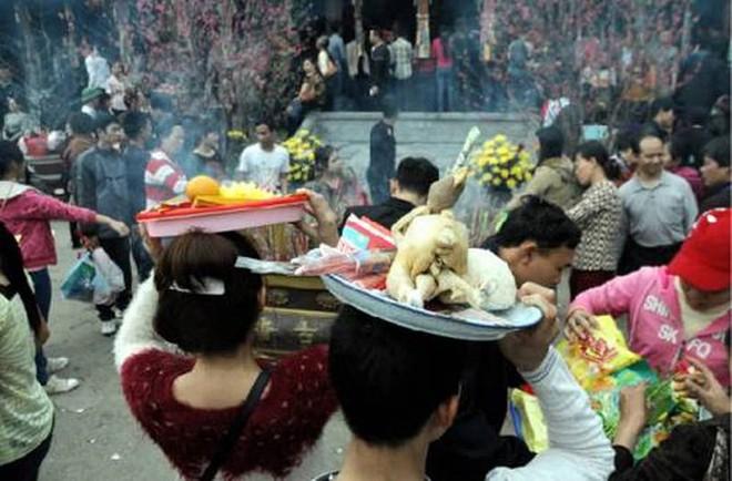 Cúng đồ ăn mặn khi đi chùa là quan niệm sai lầm của nhiều người