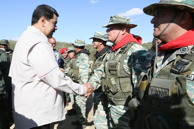 Bị Mỹ đe dọa tấn công, Venezuela tổ chức tập trận khủng nhất trong 200 năm - Ảnh 2.