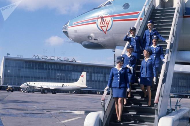 Ảnh: Nhan sắc ngọt ngào của các nữ tiếp viên hàng không Nga và Xô viết - Ảnh 4.