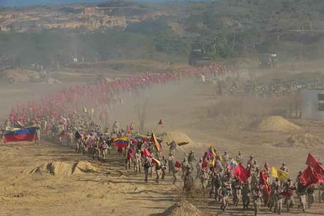 Bị Mỹ đe dọa tấn công, Venezuela tổ chức tập trận khủng nhất trong 200 năm - Ảnh 6.
