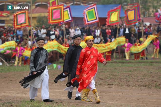 Phó Thủ tướng mặc áo nâu xuống ruộng dắt trâu đi cày ở lễ hội Tịch Điền - Ảnh 7.