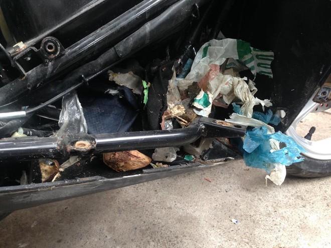 Mang xe máy đi sửa, người đàn ông hoảng hốt khi thấy những món đồ bị mất bỗng xuất hiện - Ảnh 2.