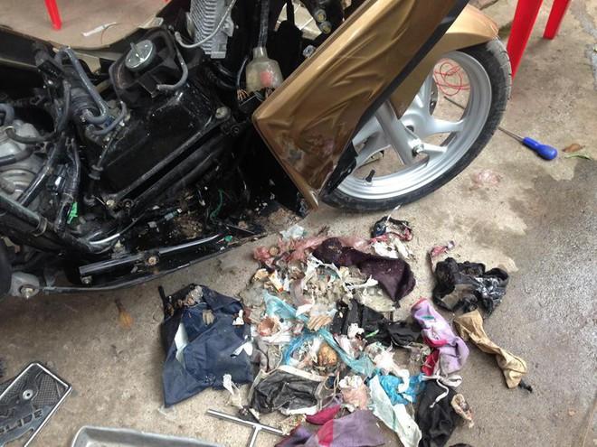 Mang xe máy đi sửa, người đàn ông hoảng hốt khi thấy những món đồ bị mất bỗng xuất hiện - Ảnh 3.