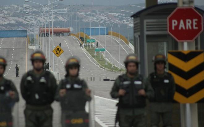 """Cây cầu """"chưa từng hoạt động"""" nói lên một sự thật khác về vụ TT Maduro chặn hàng viện trợ?"""